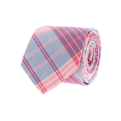 Tartan cotton tie in vintage barn