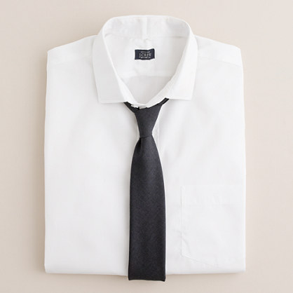 Spread-collar dress shirt in white