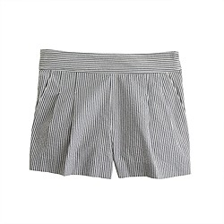 Pleated short in seersucker